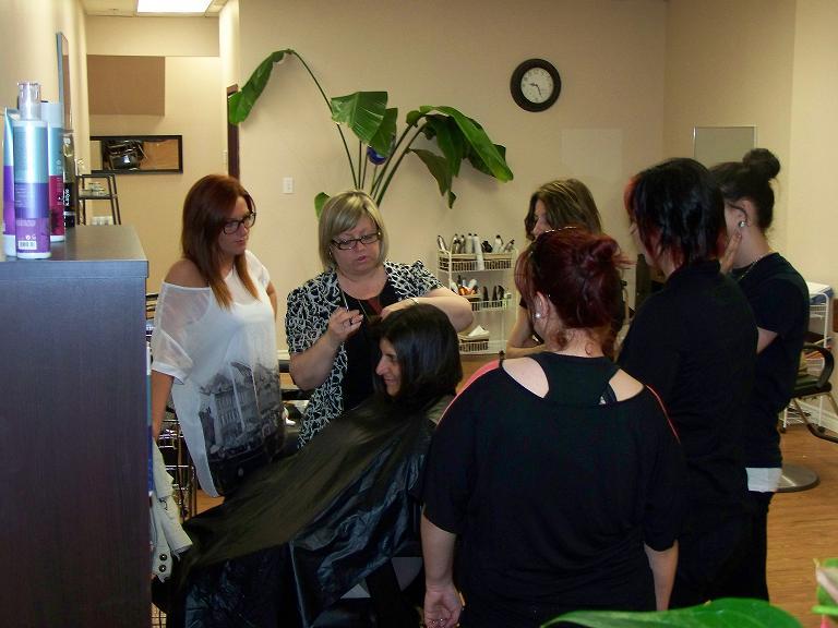 Coupe visage ovale cheveux boucles tuto coiffure megan fox for Salon de coiffure montreuil